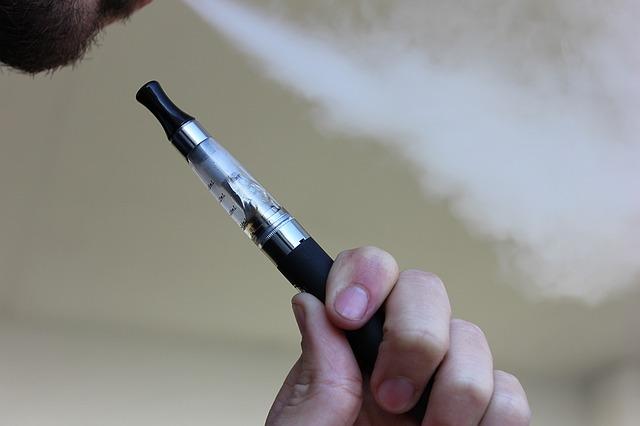 Stop alla vendita di liquido alla nicotina per sigarette elettroniche